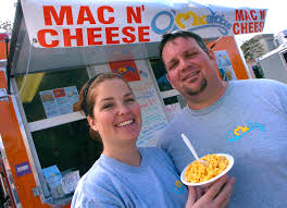 couple selling macncheese